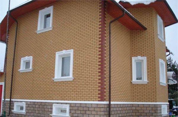 Отделка дома фасадными панелями. Примеры и цены